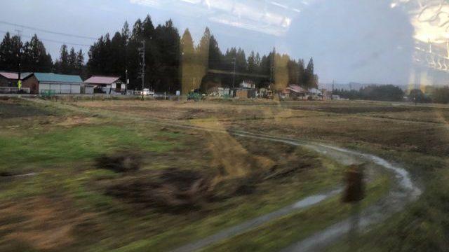 会津柳津駅出発後に見える会津地方の平野