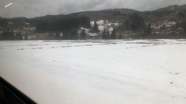 雪景色の中を走る只見線