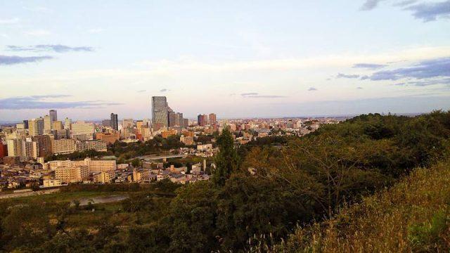 仙台城跡から一望する仙台市内