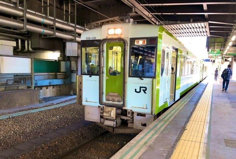 盛岡駅に停車中の山田線