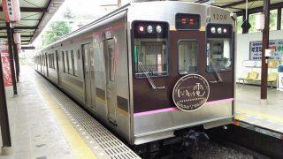 福島駅に停車中の飯坂線