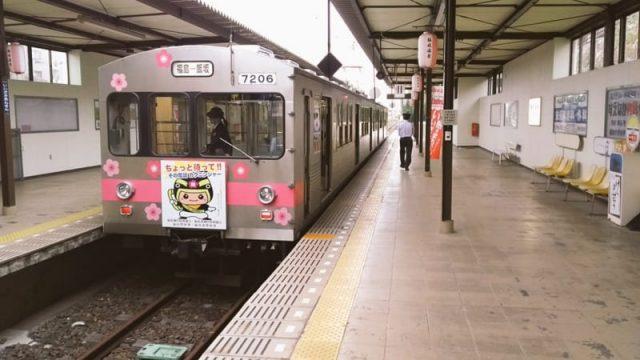 飯坂温泉駅に停車中の飯坂線