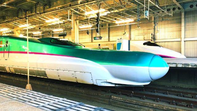 仙台駅に停車中のE2系とE5系