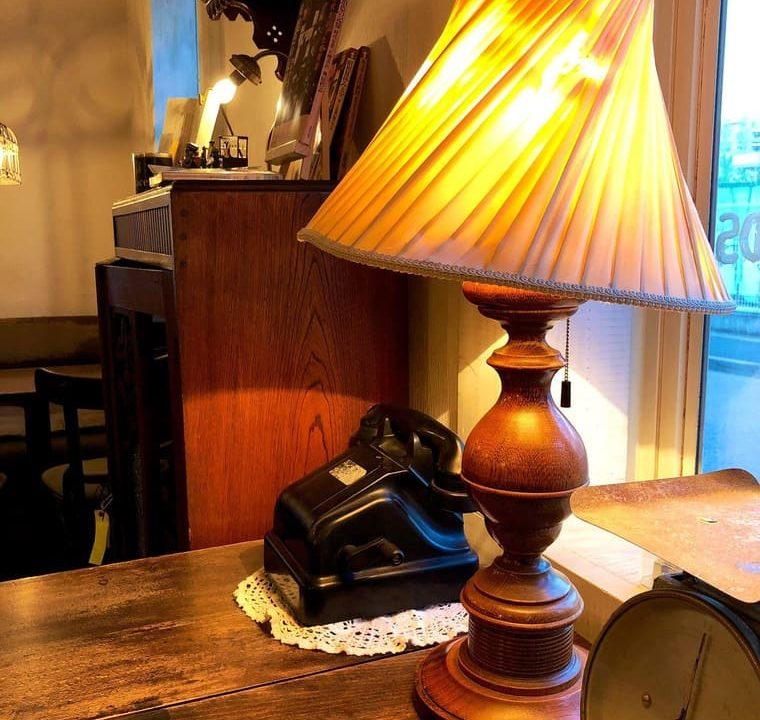 黒電話とライト