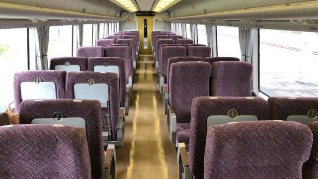 651系普通列車の車内