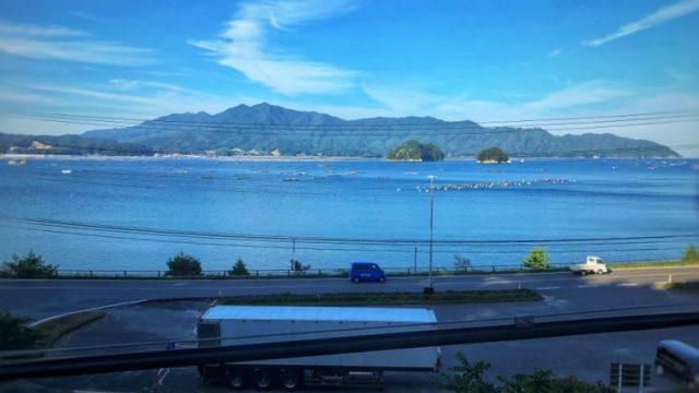 三陸鉄道リアス線の車窓から見える山田湾