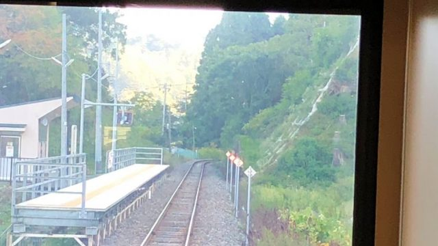 両石駅に到着した三陸鉄道リアス線