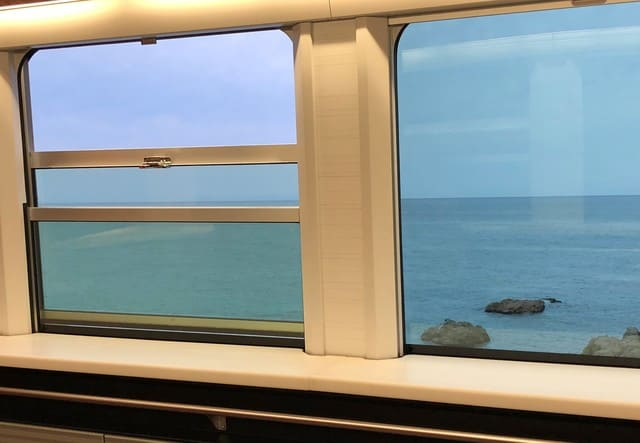 海里のイベントスペースの窓