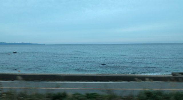 海里の車窓から見える日本海