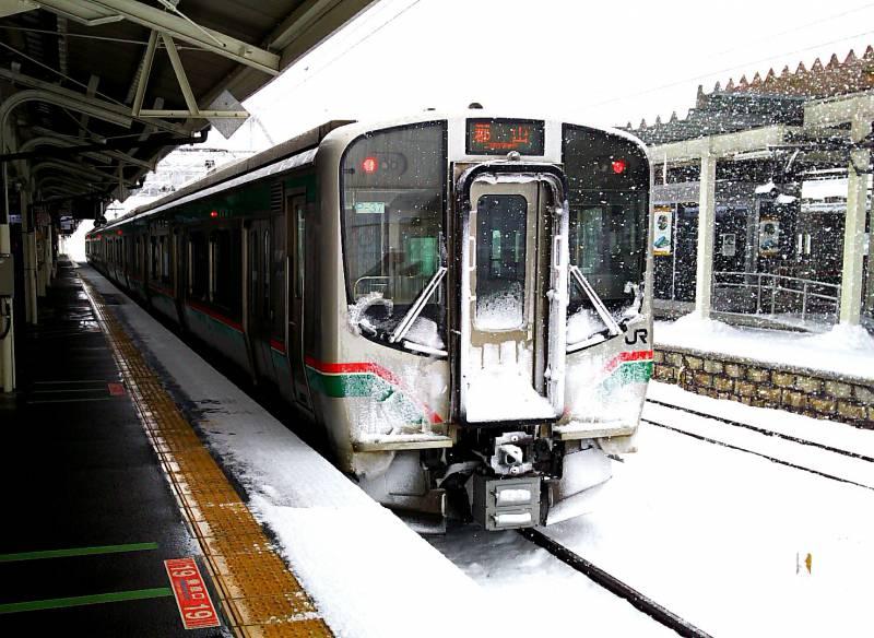 雪化粧の東北本線