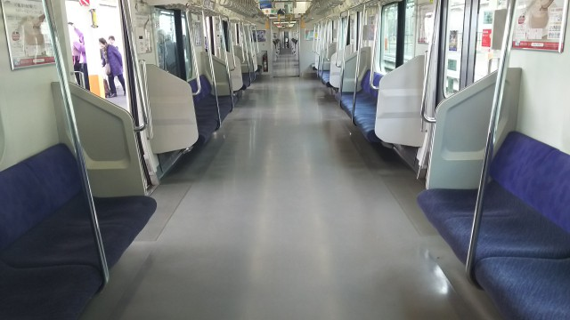 東海道本線の車内