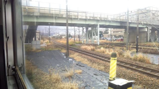 新津駅を出発した磐越西線の車窓