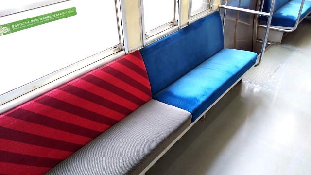 磐越西線キハ40のロングシート