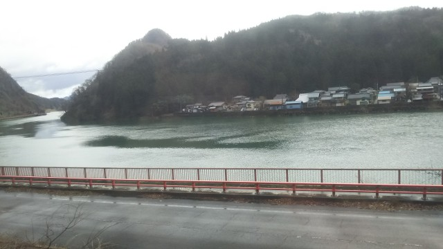車窓から見える阿賀野川
