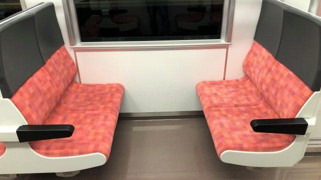 GV-E400系の4人掛けボックスシート