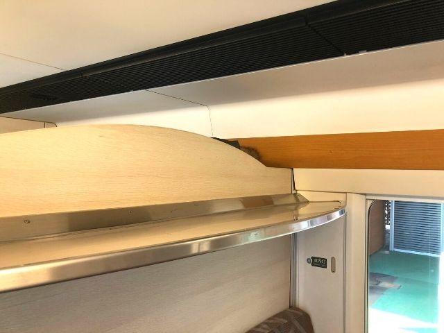 リゾートしらかみ青池編成の2号車にあるボックス座席の荷物棚