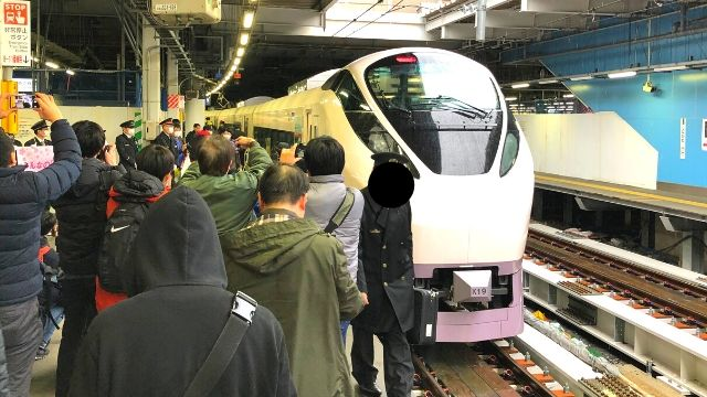 品川駅に停車中のひたち