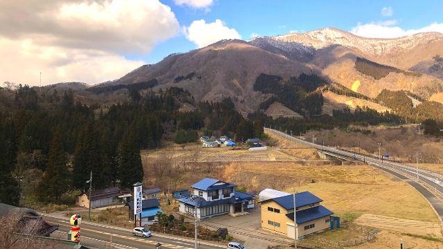 鳴子温泉駅を出発したリゾートみのりの車窓