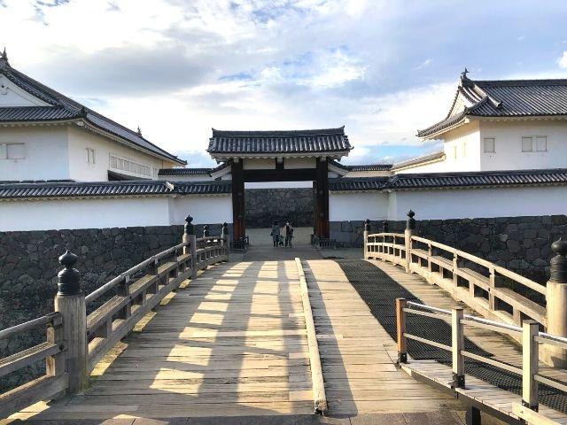 霞城公園の入口