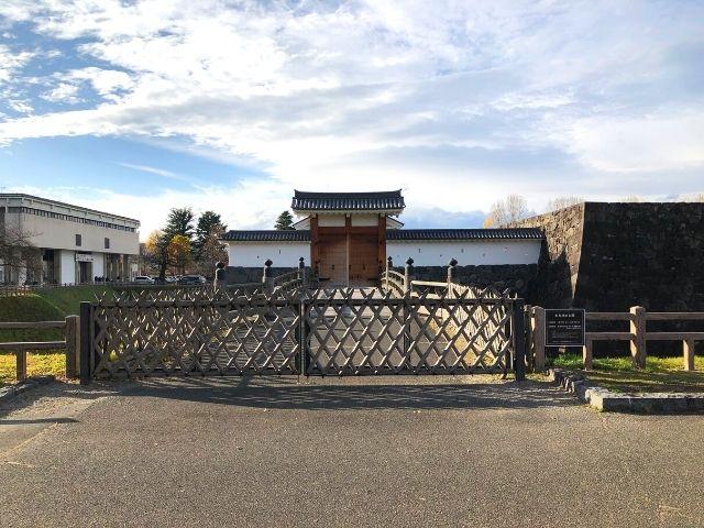 霞城公園の本丸の入口