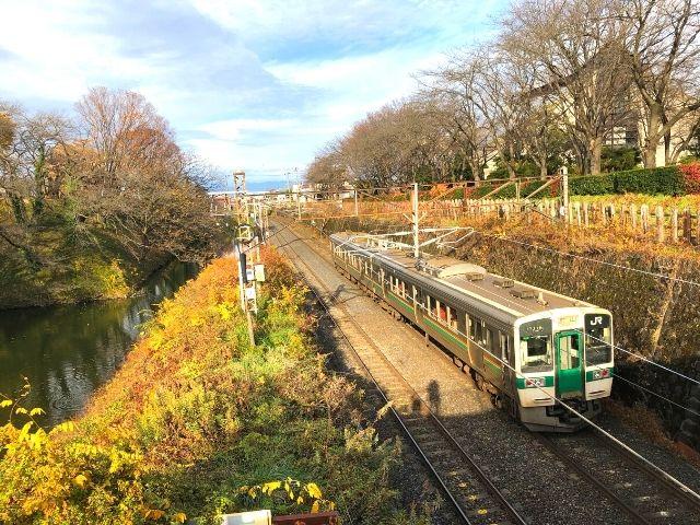 霞城公園付近を通過する奥羽本線(山形線)