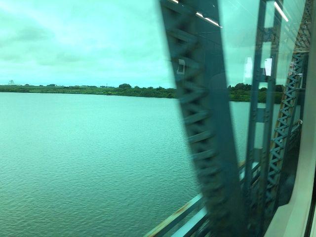 阿武隈川を渡る常磐線の車窓