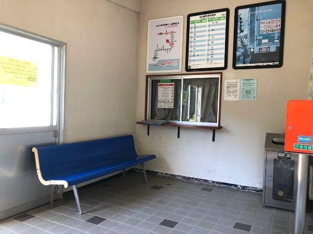 奥新川駅の駅舎