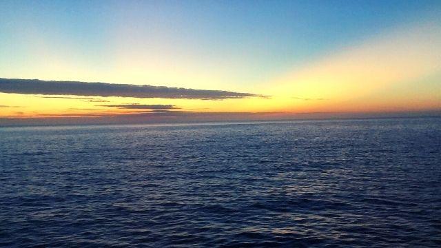 五能線の車窓から見える夕日