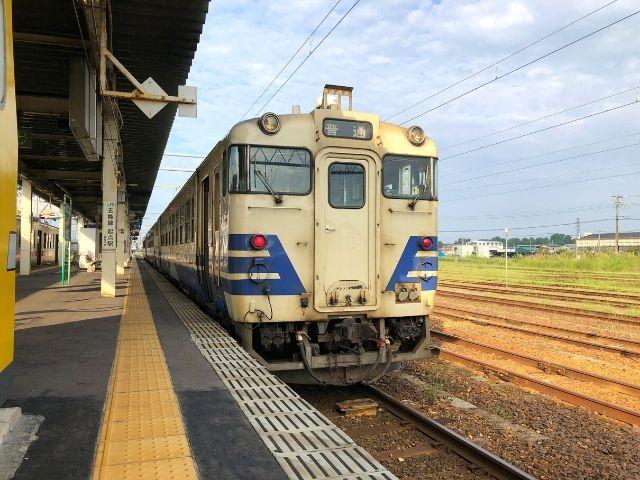 東能代駅に停車中の五能線