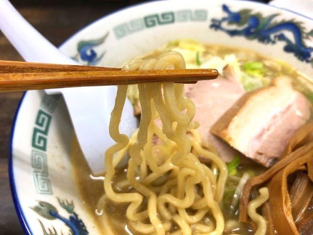 こく煮干しの中太麺