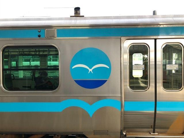 八戸線キハE130系の車両側面