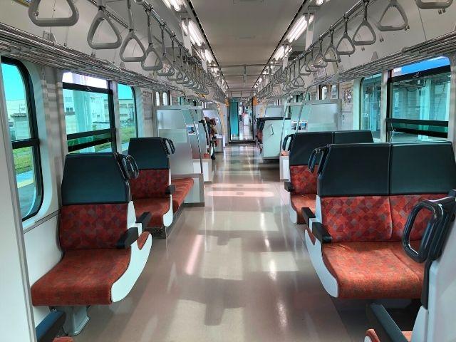八戸線キハE130系の車内