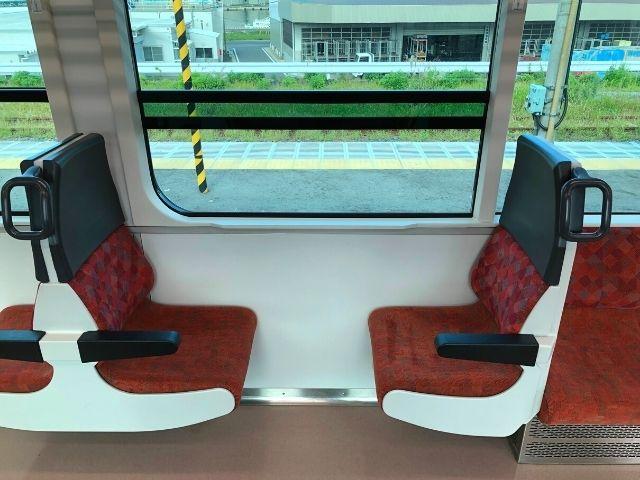 八戸線キハE130系の2人座席