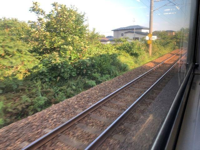 男鹿線の車窓から見える奥羽本線の線路