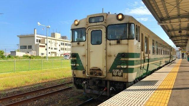 男鹿駅に停車中の男鹿線キハ40系