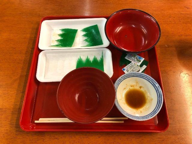 完食後の刺身とご飯と味噌汁