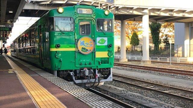 新庄駅に停車中の風っこ湯けむり号