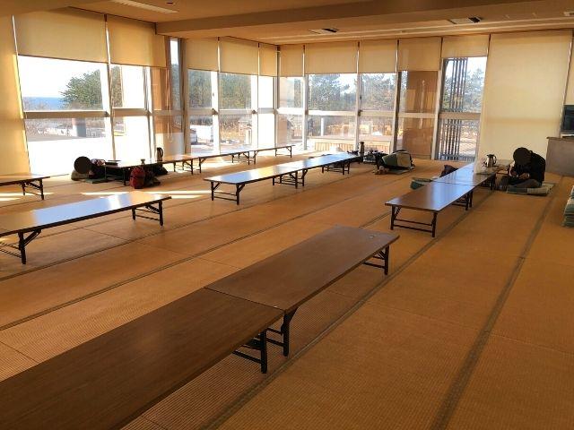 ハタハタ館の大広間休憩室