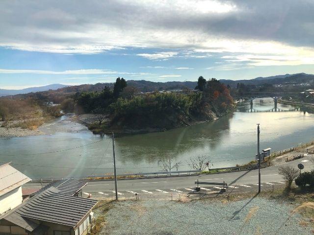 左沢駅付近で見える最上川