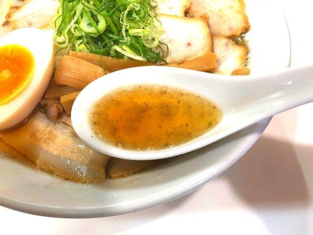 煮干し肉中華そばのスープ