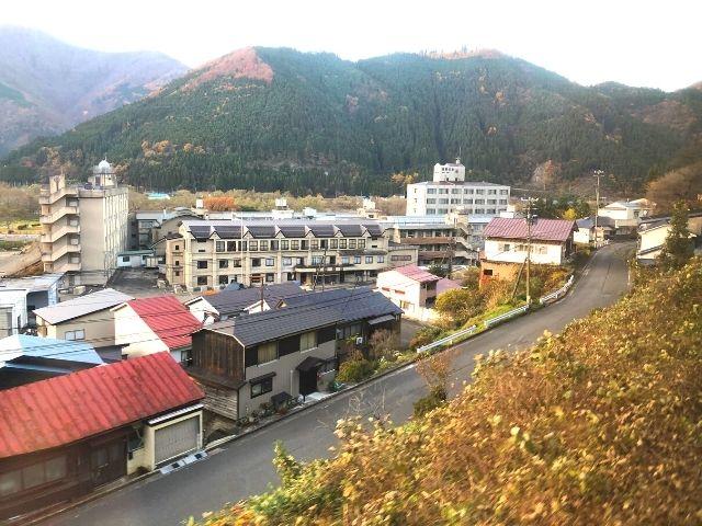 鳴子温泉駅付近の車窓