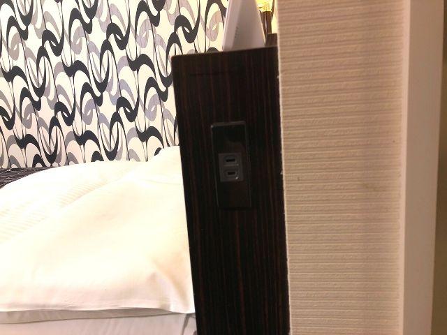 アパヴィラホテル仙台駅五橋のベッド周りにあるコンセント