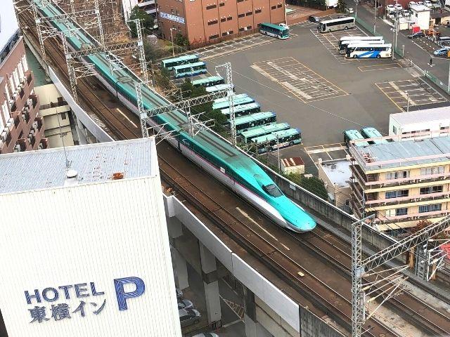 アパヴィラホテル仙台駅五橋の部屋の窓から見える新幹線