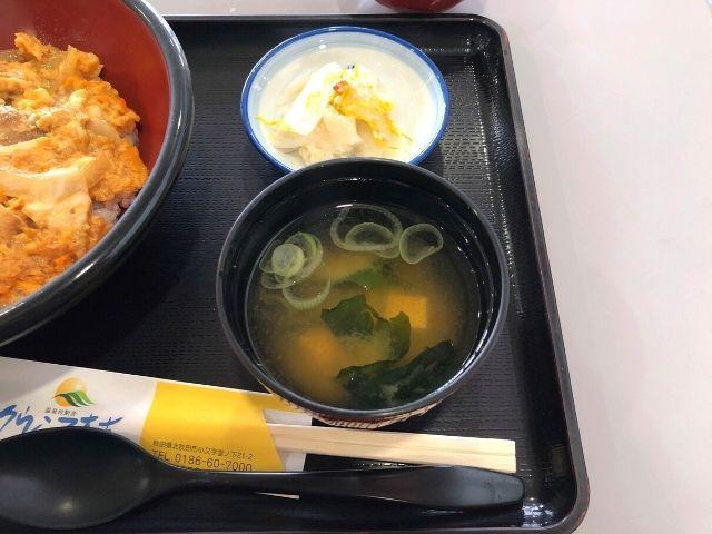 比内地鶏の親子丼の味噌汁