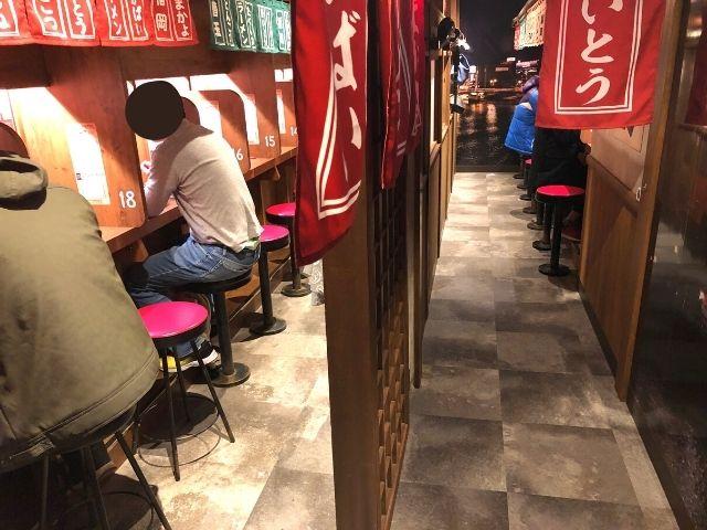 一蘭仙台駅前店のカウンター席