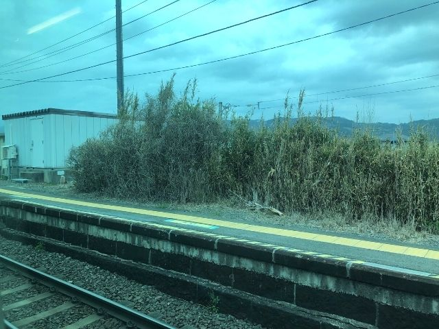 喜久田駅を発車した磐越西線快速あいづ