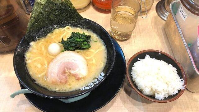 町田商店仙台広瀬通店のラーメンとライス