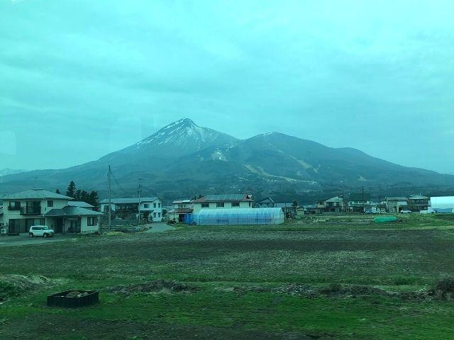 車窓から見える磐梯山