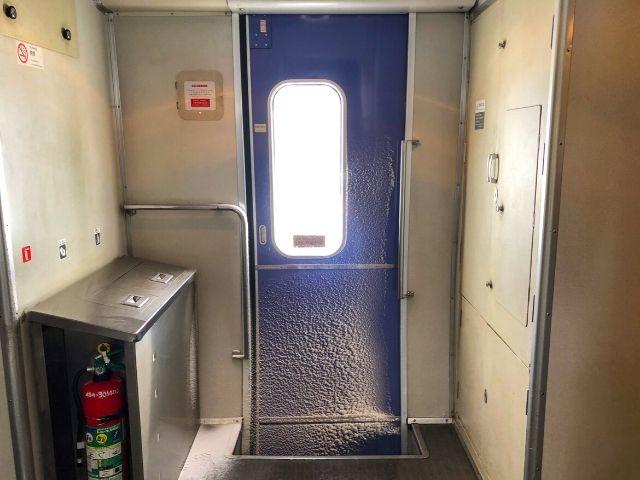 ジパング平泉の車内のドア