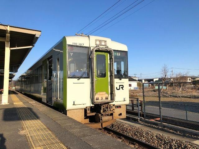 前谷地駅に停車中の気仙沼線キハ110系